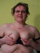 This big mature lady loves to play with herself