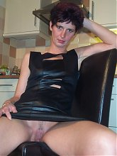 Amateur housewife showing off her pussy