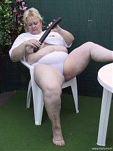 Chunky housewife sucking cock in her garden